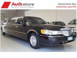 LINCOLN Town Car Limousine Total Black 9 posti PERFETTA